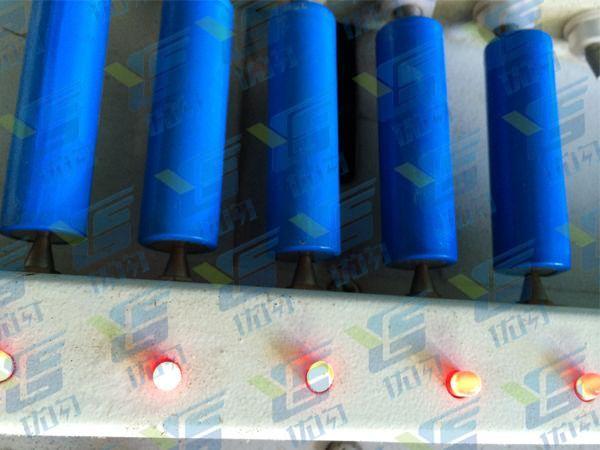 优闪移动电源工厂18650电芯测试细节图(组装前测试)